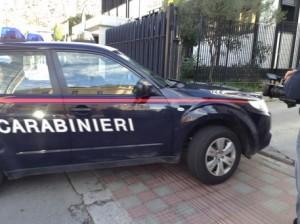 Auto carabinieri entra nel Comando via Nuoro a Cagliari