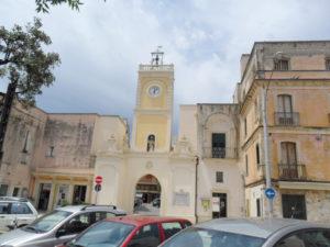 piazza-san-nicola-torre-orologio-aradeo-3