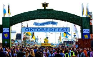 800px-Haupteingang_Oktoberfest_2012