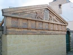 Ricostruzione del frontone del tempio di Atena