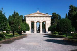 ingresso_cimitero_comunale_lecce-592x395