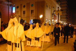 taranto-asta-per-aggiudicarsi-le-statue-per-le-processioni-della-settimana-santa--1458542831
